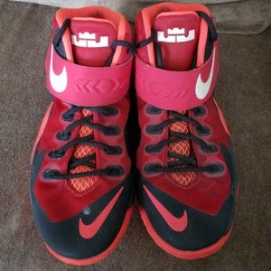 3c1b5d8d46b Nike Lebron James Shoes - Lebrons basketball shoes boys size 5Y